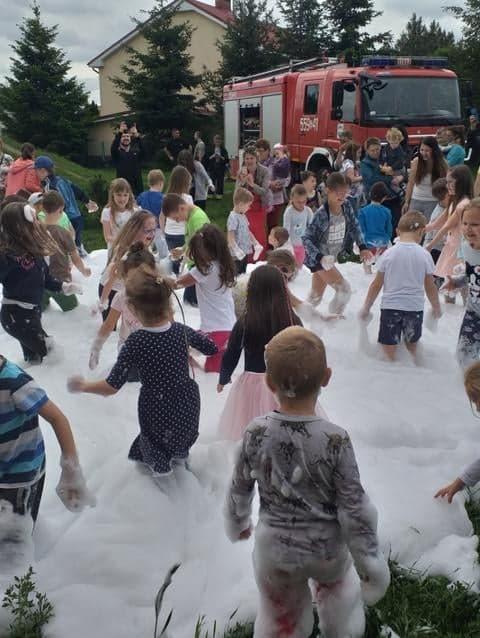 Festyn w oddziałach przedszkolnych z okazji Dnia Dziecka