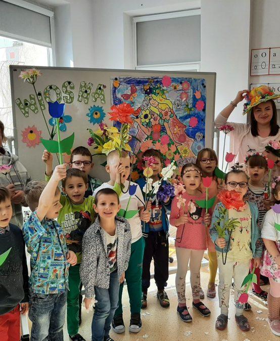Dzieci z Przedszkola nr 4 w Redzie, Witają Wiosnę!