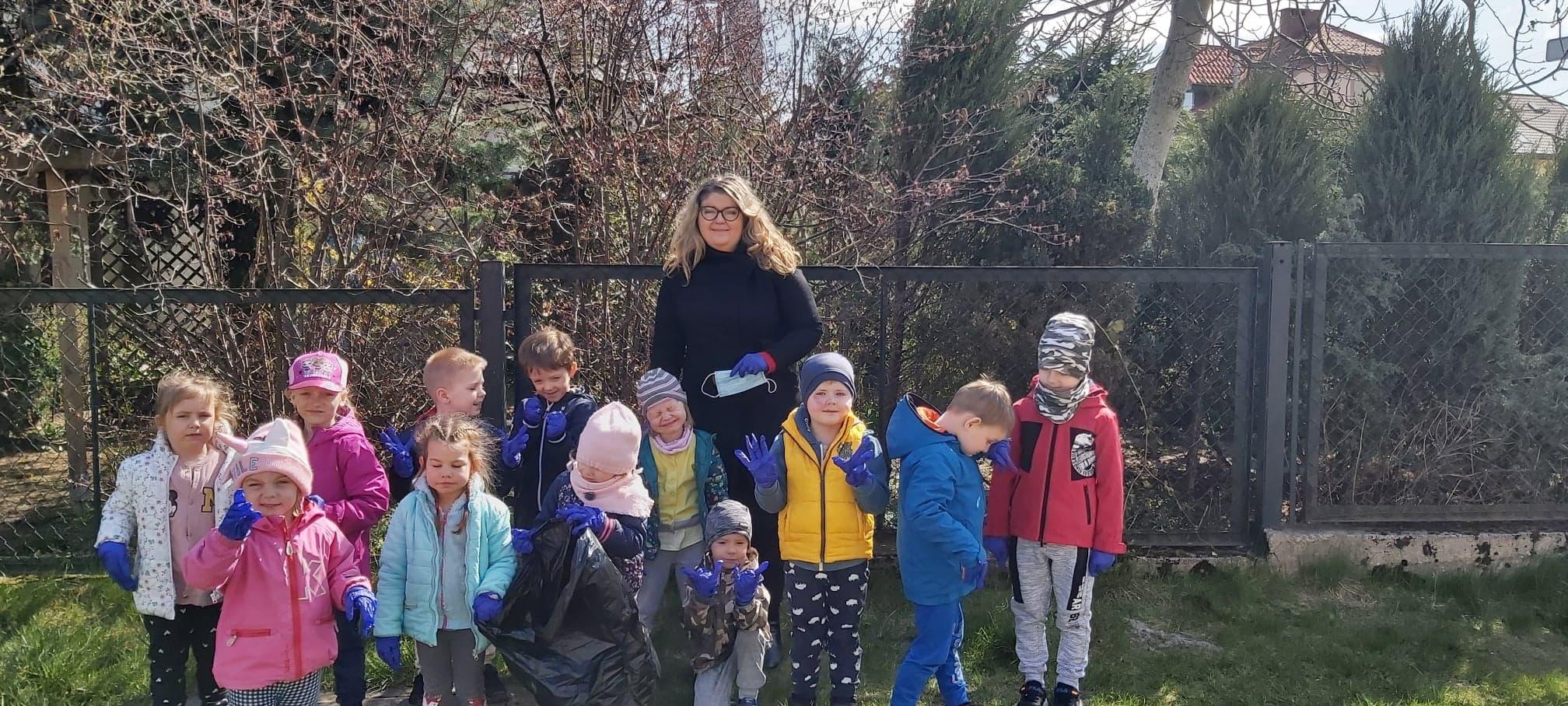 Przedszkolaki sprzątają naszą planetę